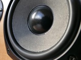 How to wire Four Speakers to One Amplifier - Geoff the Grey Geek